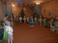 … и Дед Мороз весёлый, и снова в зале чудеса…